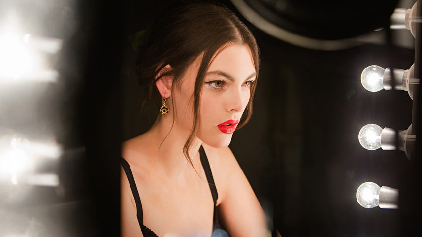 dolce-and-gabbana-makeup-dolce-matte-lipstick-ad-campaign-backstage-6